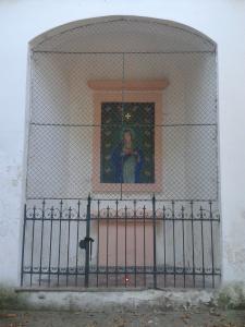 Kaplička v Lysolajích bez výzdoby